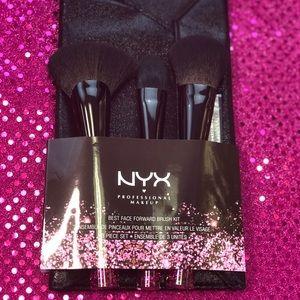 Brand New never used NYX brushes